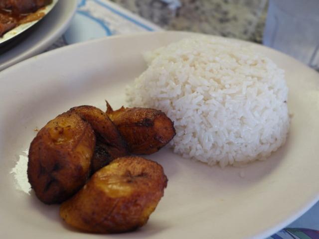 Puerto Sagua Restaurant注文したバナナとご飯