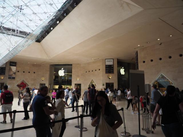 ルーブル美術館にあるアップルストア