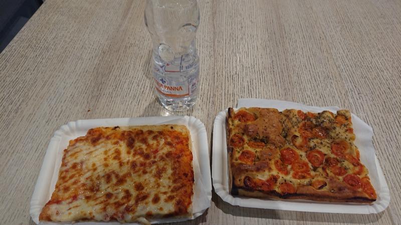 長方形の形をしたピザ2
