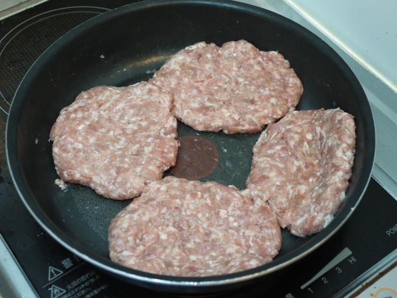 4個に分けたひき肉