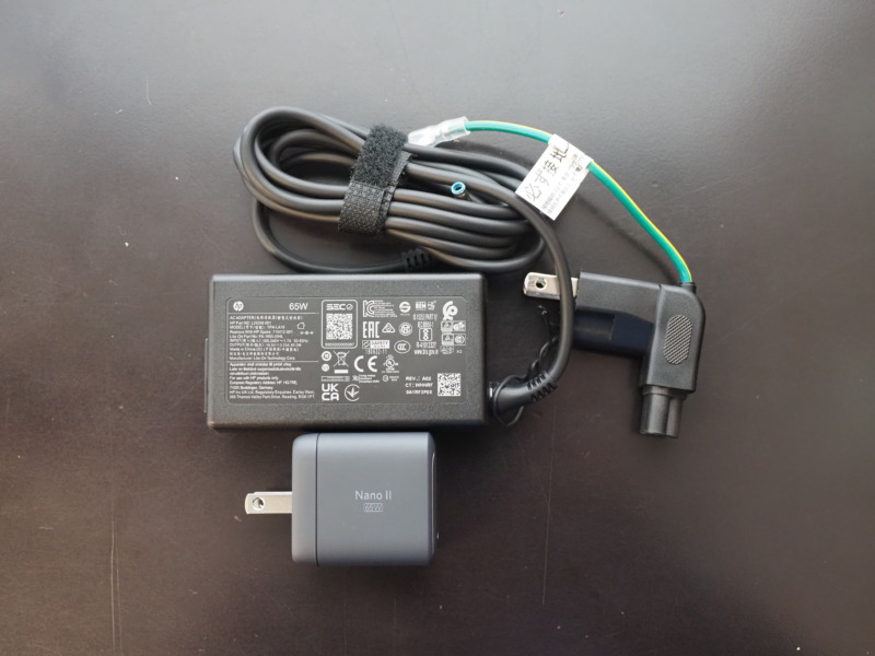 ノートパソコン用の充電器とNano II 65W